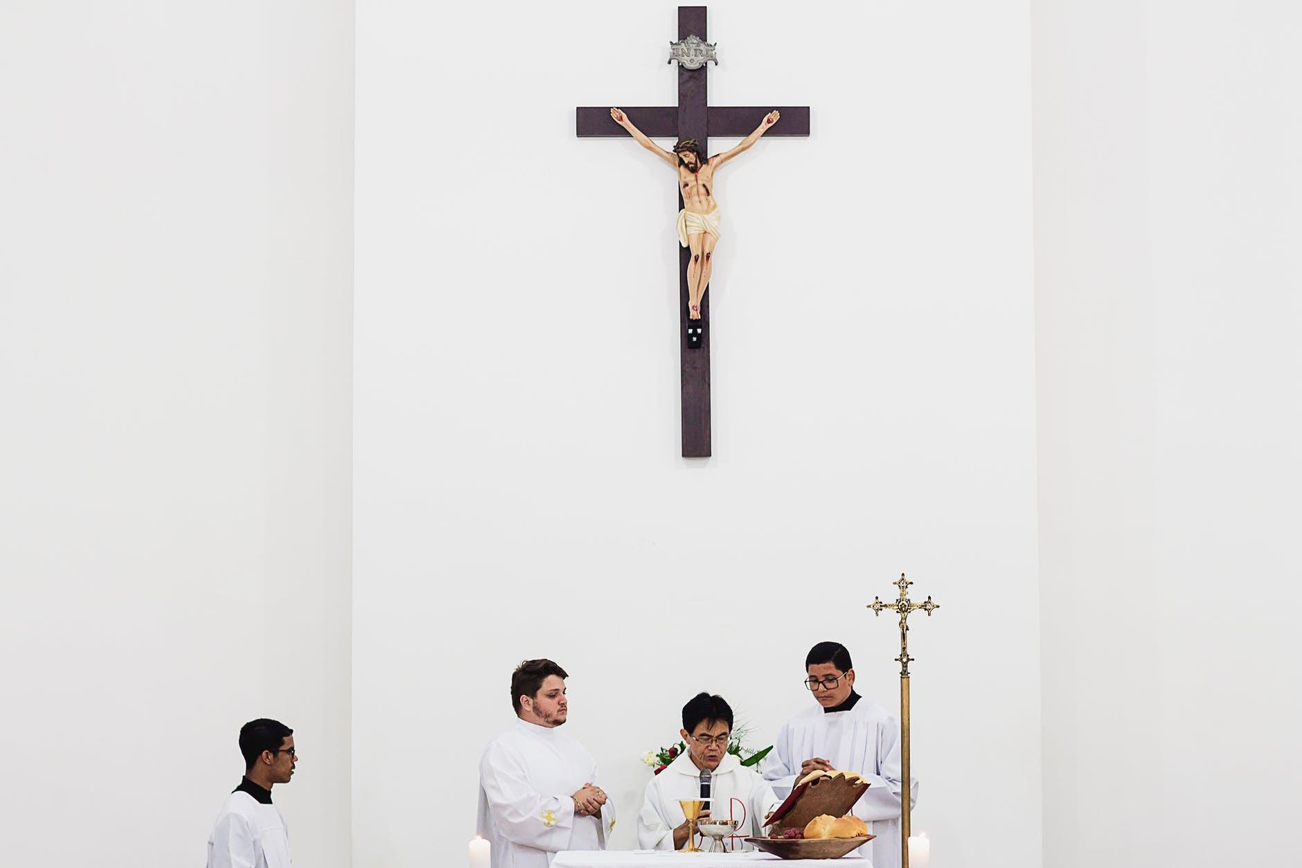 Christian Worship Photo by Marcelo Chagaa